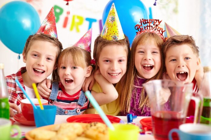 12 Easy Ways to Keep Kids Entertained at a party