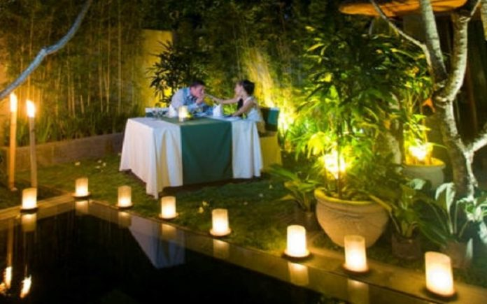 How To Set Up A Romantic Dinner