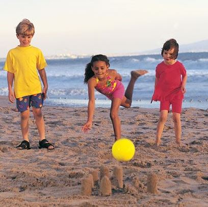 15 Cool Ways Kids Can Enjoy the Beach2