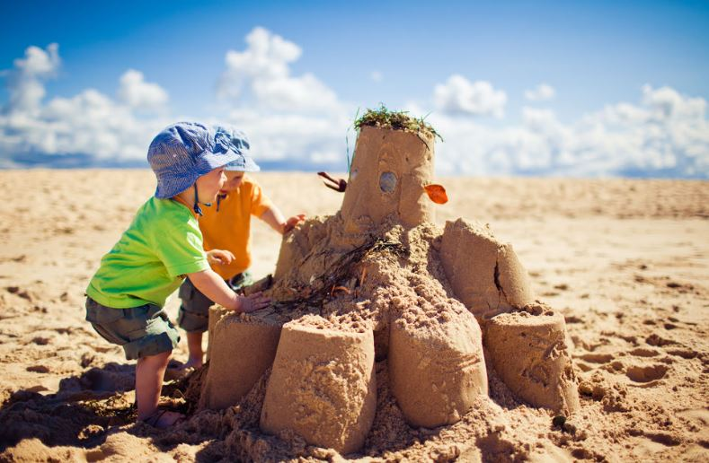 15 Cool Ways Kids Can Enjoy the Beach9
