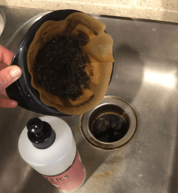 15 best uses of coffee grounds-12