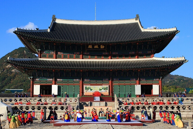 The Top Things You've Got to Do and See in Seoul Korea - Gyeongbokgung Palace