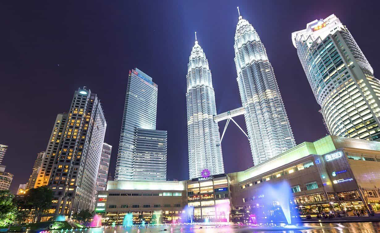 10 Things You Can't Miss in Malaysia - Petronas Twin Towers