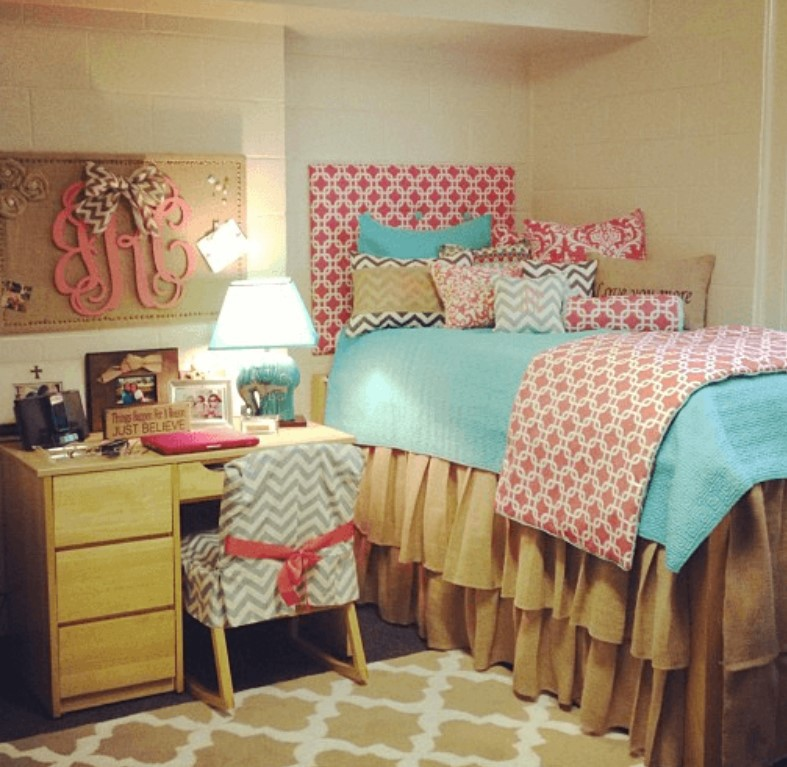 12 Tips to Decorate Your Dorm Space-3