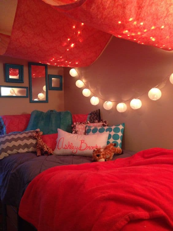 12 Tips to Decorate Your Dorm Space-6