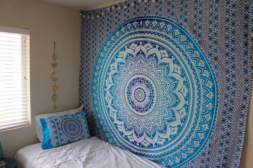 12 Tips to Decorate Your Dorm Space-7