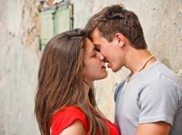8 Expert Tips On How to Kiss Perfect