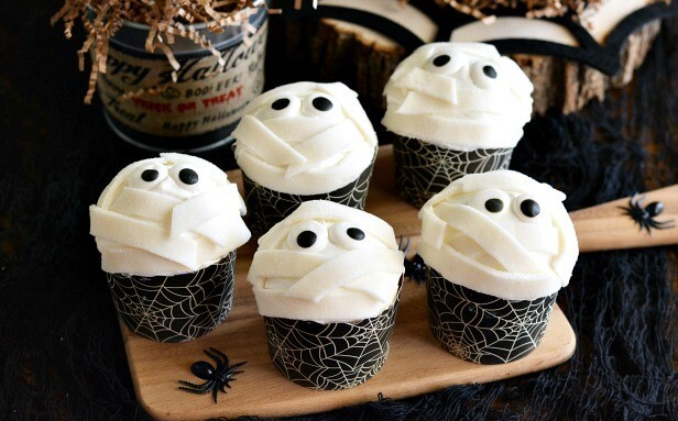 20 Spooky Cookie and Cupcake Recipe Ideas for Halloween 14