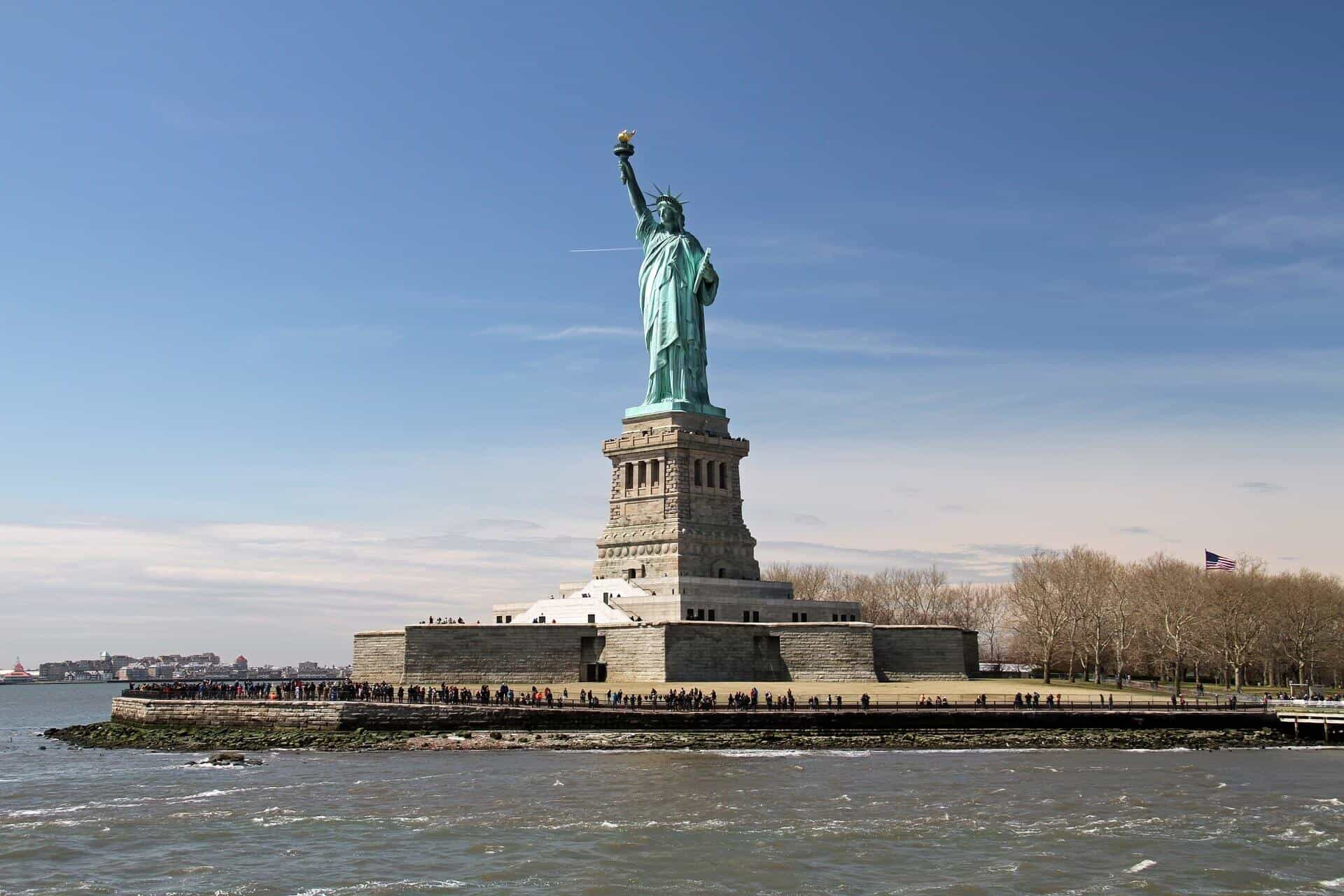 new-york-city-travel-guide-where-to-go-and-what-to-see-statue-of-Liberty