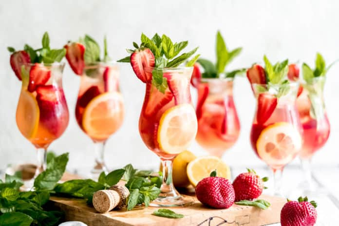 10 Amazing Summer Rosé Wine Cocktails You Must Try