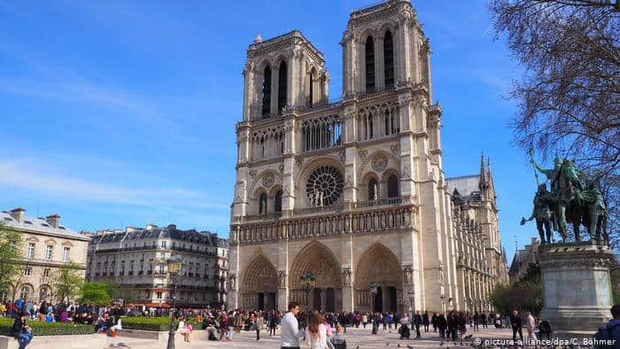 top-10-things-to-do-and-see-in-paris-france-2 Notre Dame Cathedral