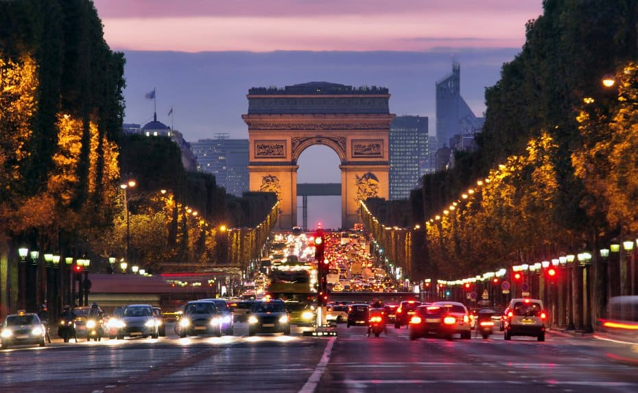 top-10-things-to-do-and-see-in-paris-france-5 Champs-Elysées and Arc de Triomphe