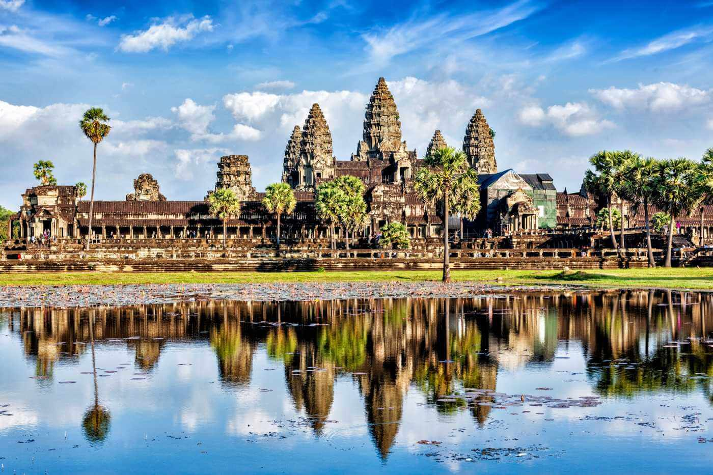 7-amazing-places-to-visit-before-you-die-Angkor Wat