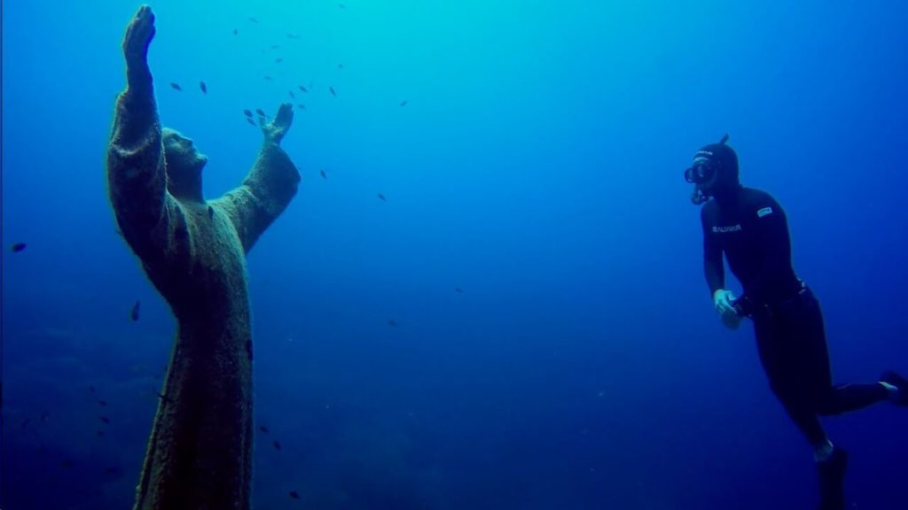 20 Weird Places around the World You Must Visit- Christ of the Abyss