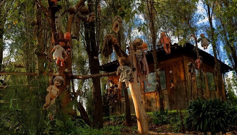 20 Weird Places around the World You Must Visit- Island of Dolls Mexico