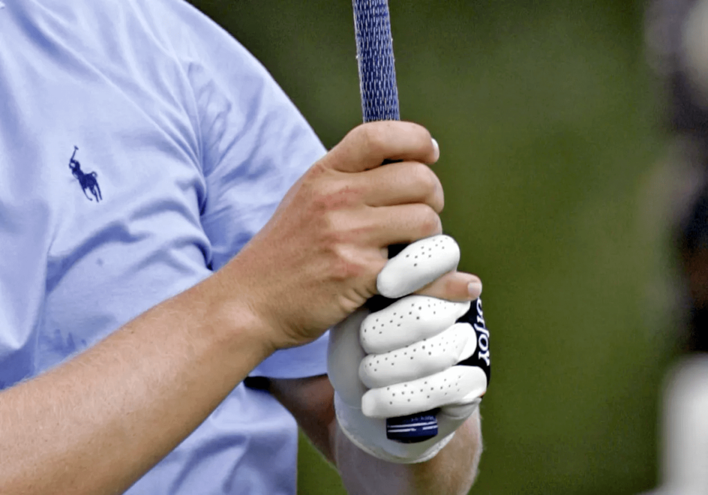 How to Swing a Golf Club: Beginners Guide- Interlocking Grip