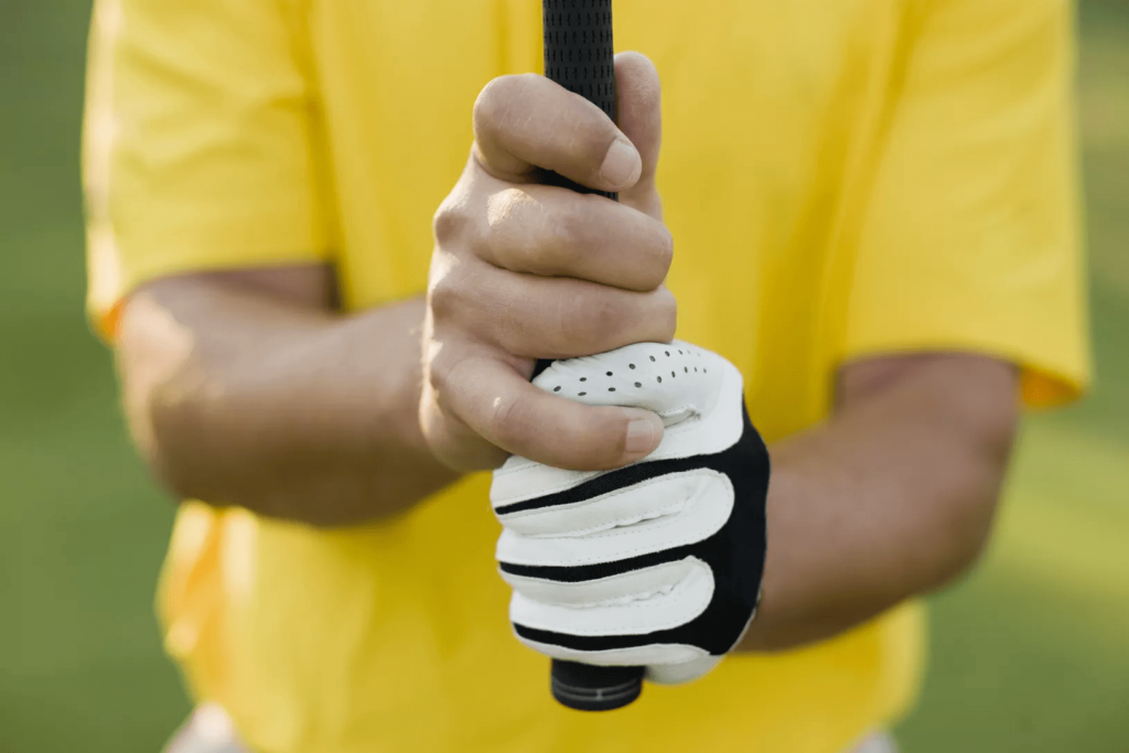 How to Swing a Golf Club: Beginners Guide- Overlap Grip