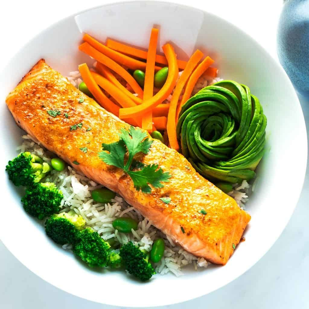 Healthy Diet Ideas to Help You Lose Weight Like a Model- Baked Salmon and Steamed Broccoli
