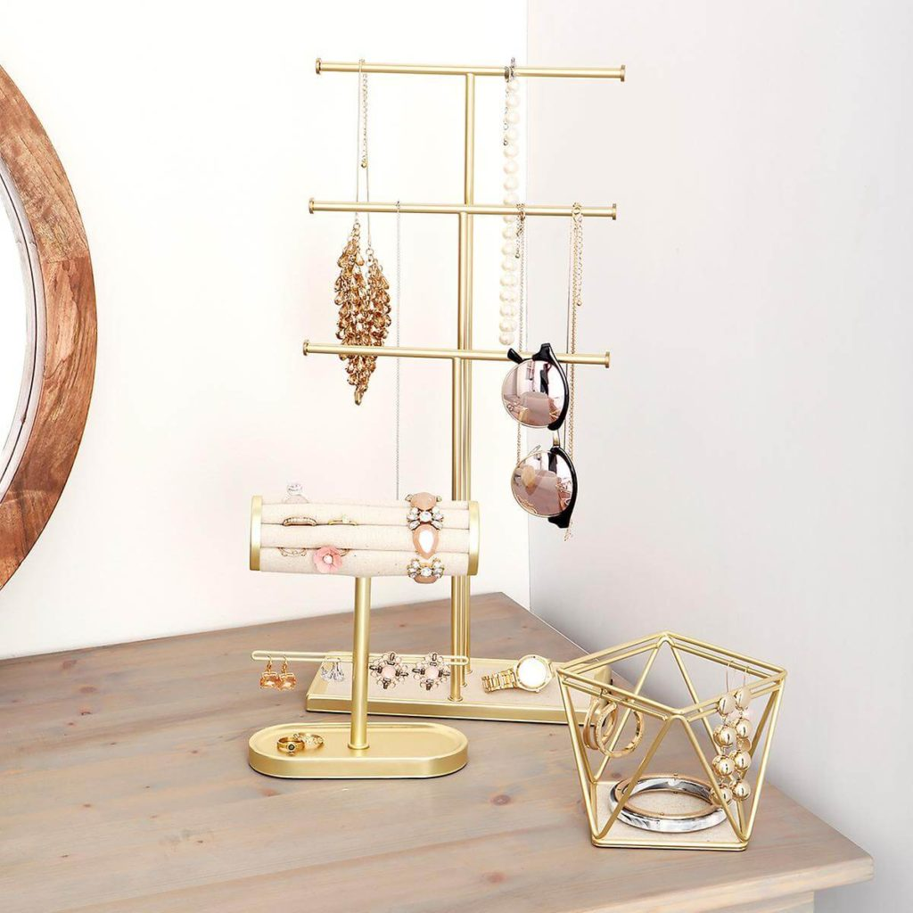 10 Organizing Tips for Your Accessories- Jewelry Racks