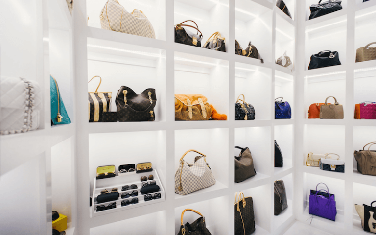 10 Organizing Tips for Your Accessories- Purse Shelves
