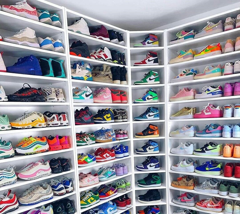 10 Organizing Tips for Your Accessories- Built-in Shoe Closet
