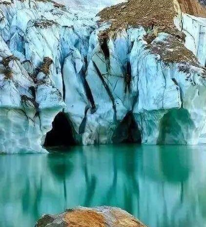 Best Vacation Spots in the World for your Bucket List – Part 2- Angel Glacier, Canada